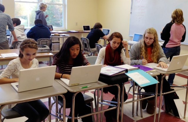 An example of distance learning session involving high school students