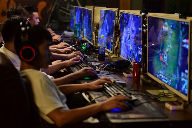 Young people to play online videogames 3 hours per week
