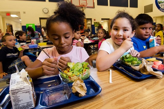 US schoolchildren suffer food shortages in schools across the country due to supply chain problems